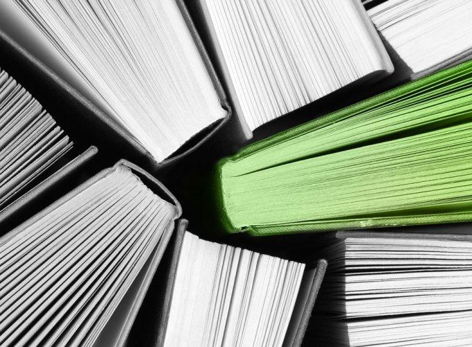 Buchtipp – Bücheransicht · Foto: © Shutterstock/Thinglass