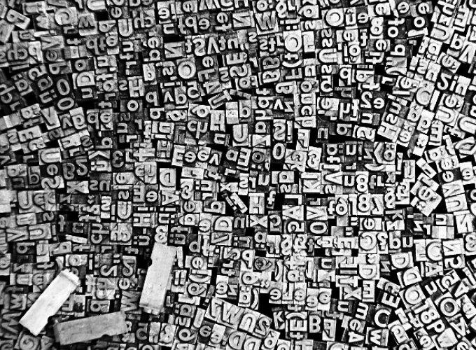 Schluss mit der Bleiwüste! Meistens lässt sich das Wesentliche auch mit weniger Buchstaben ausdrücken. · Foto: © elxeneize / Thinkstock